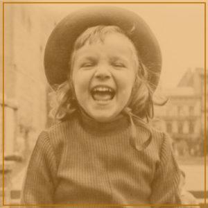 Lachend kind, ouderwetse foto