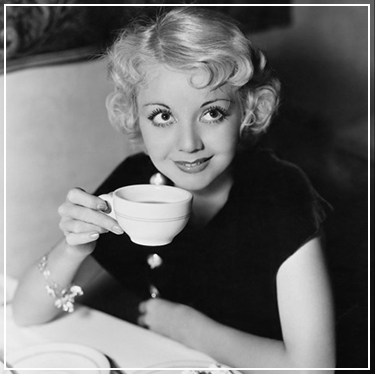 Meid met koffie, oude foto