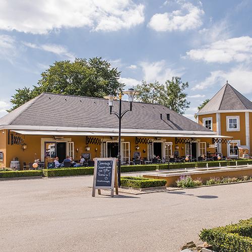 Het restaurant op een mooie zomerdag